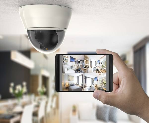 House owner uses CCTV security system on mobile device